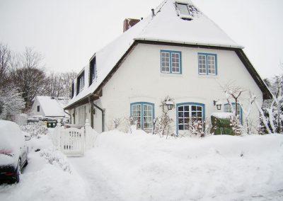 Hüs Monika Aussen Winter 2